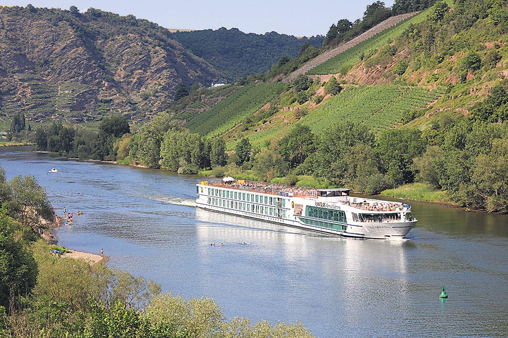 Flusskreuzfahrtschiff auf der Mosel.