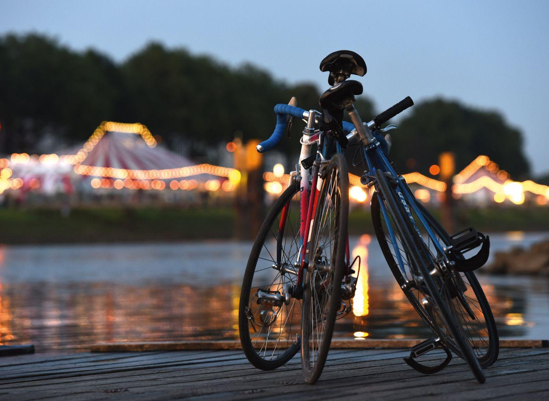 Fahrräder an der Weser