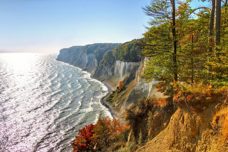 Meer und Klippe